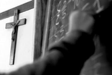 ateismo cristianismo dios religion jesus agnostico creencia fe iglesia evangelio biblia creyentes catolica Noticias actualidad crucifijo escuelas publicas valencia españa edificios.jpg