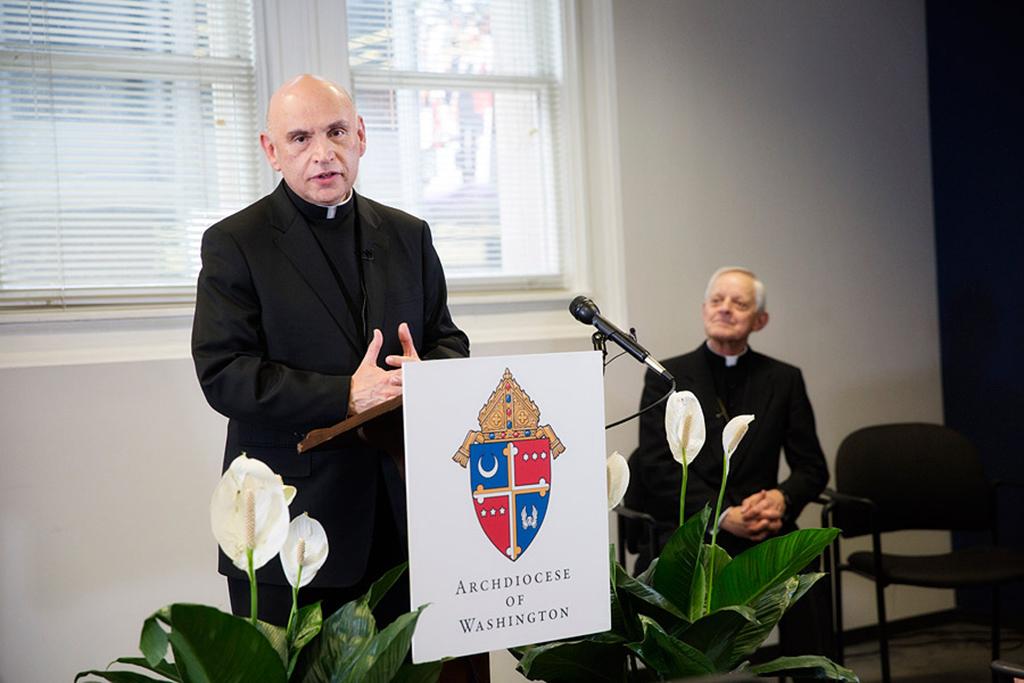 Foto-2-Mario-Dorsonville-habla-escucha-cardenal-Wuerl-wh