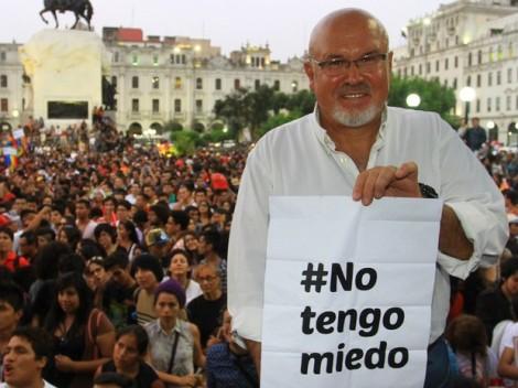 Noticia-102193-carlos_bruce-techito-gay-twitter