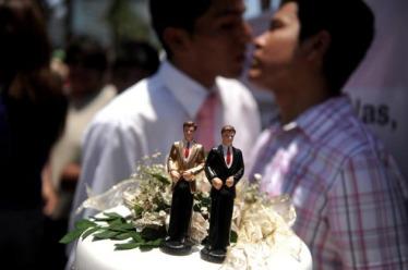 peru-aprueba-norma-reconoce-derechos-patrimoniales-parejas-homosexuales_1_2258731.jpg