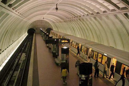 Washington_DC_metro_station_bethesda