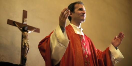 web3-priest-father-mass-cross-diego-cervo-shutterstock-shutterstock_139616924